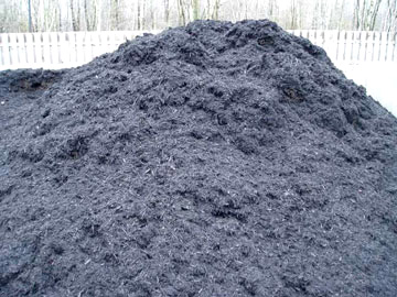 Photo: Mr. Yard Original Double Processed Bark Mulch Pile – Color Enhanced Black